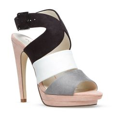LOVE LOVE LOVE this shoe!! gonna have to get it next paycheck and then buy and outfit to go around it!! yes indeed i shall!
