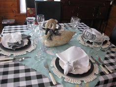 Black & White Checks with Swan tablescape / table settings