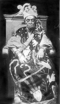 Africa | Portrait of the Awiyale of Jebu Ode. Southern Provinces, Nigeria | Pitt Rivers Museum, photograph collection