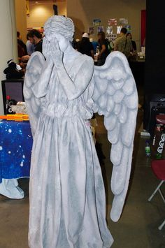 One of the best cosplays i have ever seen! Weeping angel from Dr Who I may just need to be this for Halloween! Epic Cosplay, Amazing Cosplay, Cosplay Costumes, Cosplay Diy, Anime Cosplay, Cosplay Ideas, Weeping Angel Cosplay, Weeping Angels, Dr Who Costume