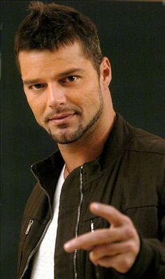 Ricky Martin I know 'He's not that into me', but the man is muy caliente!