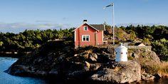 Färdvägen - Längs kanalen - Göta Kanal   Strömma.se Fleet Of Ships, 19th Century, Restoration, Cabin, Adventure, House Styles, Home, Cabins, Ad Home