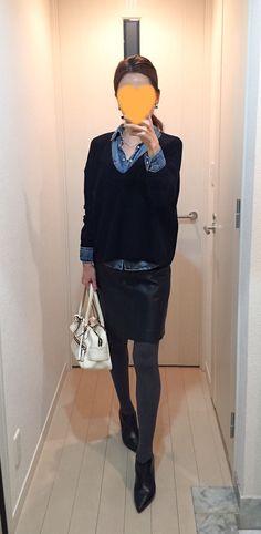 Black sweater: Theory, Denim shirt: H&M, Leather skirt: MACKINTOSH PHILOSOPHY, White bag: J&M DAVIDSON, Boots: Fabio Rusconi