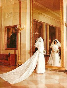 lynda bird johnson wedding dress desinger