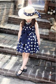 Polka dot girl chiffon sundress dress šitie detská móda, moda ve deti. Little Girl Outfits, Little Girl Fashion, Fashion Kids, Kids Outfits, Fashion Hacks, Latest Fashion, Fashion Trends, Dot Dress, Baby Dress