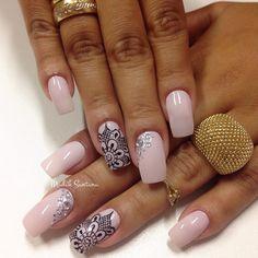 Nails #mimo #flor #vazada #traçolivre #madahsantana #manicure #nailartes #naoéadesivo #tudofeitoamaolivre #traçolivre #amooqueeufaço 💗💅🏼😍🔝👌🏼👏🏼 Shellac Nails, Toe Nails, Pink Nails, Nail Designs 2017, Nail Art Designs, Gorgeous Nails, Pretty Nails, Swirl Nail Art, Line Nail Art