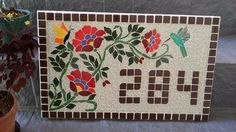 Numero em mosaico Mosaic Art, Mosaic Glass, Mosaic Tiles, Stained Glass, Glass Art, Mosaic Projects, Projects To Try, Mosaic Stepping Stones, Concrete Art