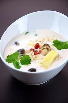 Tom kha kai (ต้มข่าไก่) - Coconut soup with chicken Coconut Recipes, Thai Recipes, Asian Recipes, Soup Recipes, Cooking Recipes, Healthy Recipes, Tom Kha Kai, Spicy Thai Chicken Soup, Thai Coconut Soup