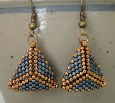 Linda's Crafty Inspirations: Peyote Triangle Earrings - Blue Grey & Bronze