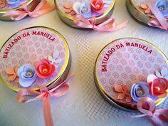 Lindas latinhas decoradas para Batizados, dentro leva um mini terço. Fazemos nas cores que desejarem. As latinhas tem 5cm de diâmetro. R$ 4,50