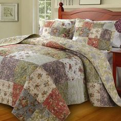 Country Cottage Patchwork Pattern 100 percent Cotton Reversible Bedspread and Shams Set. Oversized extra large quilt set that goes to the floor, no need a bed skirt.. Country Cottage Style floral design bedding set made of 100 % cotton cover and fill. Reversible to a coordinating floral pattern.