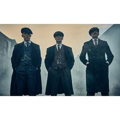 Joe Cole as John Shelby, Cillian Murphy as Thomas Shelby and Paul Anderson as Arthur Shelby in Peaky Blinders. Peaky Blinders Saison, Peaky Blinders Season 5, Peeky Blinders, Liverpool, 1920s Gangsters, Shelby Brothers, Steven Knight, Look Fashion, Mens Fashion