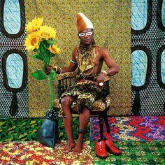Book: African Textiles Today - Chris Spring - The British Museum | Image: Le chef: celui qui a rendu l'Afrique aux colons - Samuel Fosso