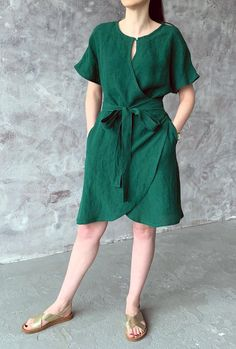Linen loose kimono wrap summer dress with pockets, emerald green loose washed linen tunic with kimon Handmade loose washed wrap linen dress with kimono sleeves, pockets and belt. Linen Dresses, Cotton Dresses, Casual Dress Outfits, Fashion Outfits, Gothic Fashion, Summer Swing Dresses, Linen Tunic, Dress With Sneakers, Look Chic