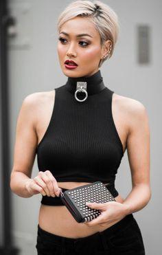 So darf Barbara zu Ihrem Geschäftsmeeting gehen. Jeder soll sehen , das hinter der Geschäftsfrau auch eine Sklavin steckt.