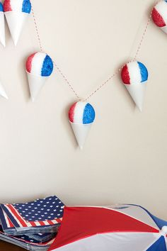 Easy of july crafts for kids: sno-cone garland at paint the gown Picnic Decorations, Patriotic Decorations, Red Crafts, July Crafts, Diy Craft Projects, Craft Tutorials, Craft Ideas, Craft Activities For Kids, Diy Crafts For Kids