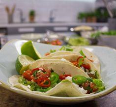 Hans Välimäki vierailee Soppa365-ohjelmassa soppakokki Alin parina ja valmistaa tacojen täytteeksi chili con carnea, guacamolea ja tomaattisalsaa.