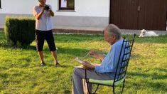 Karel Gott: V dokumentu Olgy Špátové poznáme mistra zblízka Karel Gott, Cover Up, Celebrity, Teen, Film, Beach, Movie, Film Stock, The Beach