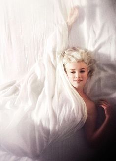 Marilyn Monroe photographed by Douglas Kirkland, 1961. #style #fashion #beauty