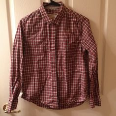 Rag & Bone plaid button up shirt. Red. Size: small Rag & Bone red plaid oxford button down. Fits looser which is nice if you like the boyfriend look. Shirt tail hem and long sleeves with 2 button cuffs. Size is small. rag & bone Tops Button Down Shirts