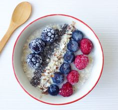Porridge de avena con frutos rojos | Hoy comemos sano