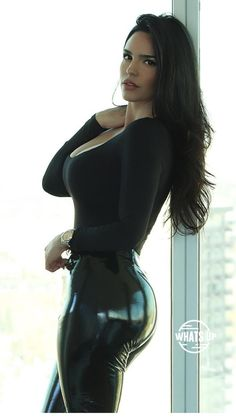 A perfect latex pants from 🖤. Looks Pinterest, Latex Pants, Shiny Leggings, Cute Asian Girls, Mannequins, Sexy Outfits, Gorgeous Women, Beautiful Baby Girl, Style Fashion
