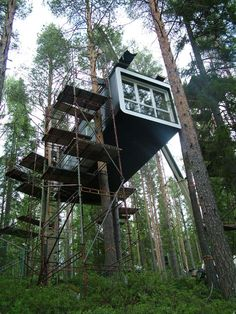 Invisible Tree House Hotel Ideas - The Best Image Search Treehouse Hotel, Magic Treehouse, Container Buildings, Container Architecture, Shipping Container Design, Shipping Containers, Sea Container Homes, Container Houses, Silo House