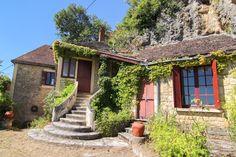 Secteur Cénac : Charmante maison à rénover avec vue sur la vallée ! 91.500 €  Réf.:LVT671 http://www.pleinsudimmo.fr/fr/annonces-immobilieres/offre/domme/bien/1523424/secteur-cenac-charmante-maison-a-renover-avec-vue-.html