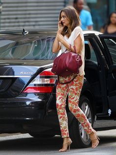 Miranda Kerr: Floral Pants Lover in NYC!: Photo Miranda Kerr rocks two different pairs of floral pants while out and about over the weekend in New York City. Floral Print Pants, Floral Jeans, Printed Pants, Floral Prints, Print Jeans, Printed Denim, Miranda Kerr Street Style, Models Off Duty, White Tees