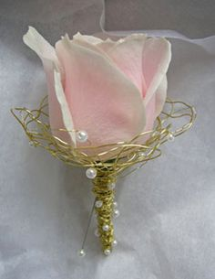 boutonnieres - I am in love with the gold wire that they used for the boutonnieres. The wrapping is gorgeous and the pearls add such a soft and cute touch to it!(: