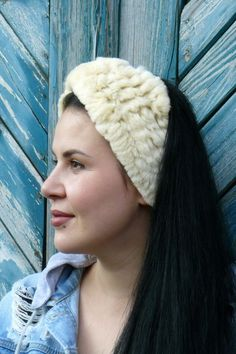 Stylish, bright, and original headband, which can become your fashion assistant in order to decorate any look. Its simple design combined with NATURAL FOX FUR provides a harmonious accessory that you can wear every day or to special events. The size is one-size-fits-all and is suitable for both adults and children.