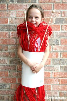 15 funny Halloween costume ideas for kids to do it yourself .- 15 witzige Halloween Kostüm Ideen für Kinder zum Selbermachen 15 funny Halloween costume ideas for children to make yourself – ball of wool – children& costume - Diy Halloween Costumes For Kids, Cute Costumes, Halloween Party, Costume Ideas, Costume For Kids, Halloween Suits, Zombie Costumes, Children Costumes, Halloween Couples