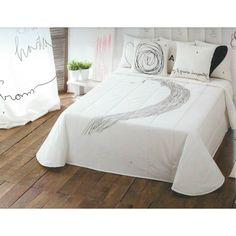 Colcha Pensándote. Viste tu cama con esta colcha bouti Pensandote con un dibujo tan original que a parte de decorar nuestra habitación nos hará pensar como si de una obra de arte se tratara. La colcha está confeccionada en 100% algodón y está disponible en muchas medidas.