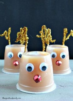 christmas snacks Send your kid with a healthier option for their classroom holiday party from this round-up of 10 Healthy Holiday Treats. Theyre all easy and kid-approved! Christmas Classroom Treats, Christmas Party Snacks, School Christmas Party, Snacks Für Party, Holiday Treats, Holiday Parties, Christmas Fun, Winter Holiday, Winter Fun