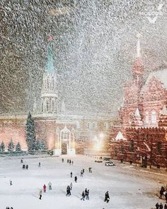Snowfall on Red Square in Moscow, Russia Moscow Winter, Winter Szenen, Beautiful World, Beautiful Places, Moscow Red Square, Wladimir Putin, Moscow Russia, Belle Photo, Wonders Of The World