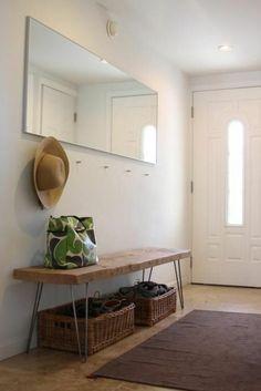 flur gestalten garderobenhaken bank körbe spiegel ohne rahmen