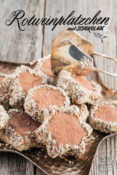Diese leckeren und einfachen Plätzchen gehören seit Jahren zu unseren Klassikern. Die Rotwein-Plätzchen mit Schokolade sind mürbe, weich und aromatisch. Mit den wärmenden Gewürzen passen die Rotweinkekse wunderbar in die kalte Jahreszeit.