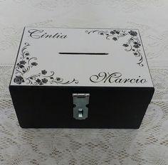 """Caixa COFRE """"HORA DA GRAVATA"""" A mais nova maneira de guardar o dinheiro da lua de mel com charme e segurança."""