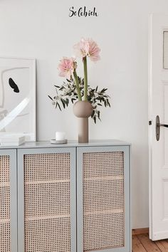 6 IKEA hacks for storage space with style Photo: karlas_view # storage space Diy Interior, Interior Design, Furniture Makeover, Diy Furniture, Ikea Makeover, Bedroom Furniture, Diy Ikea Hacks, Ivar Regal, Diy Home Decor For Apartments