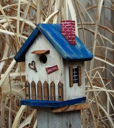 Heart wreath, welcome sign, and a picket fence will make any songbird sing. 1 will accommodate most song birds. House measures x x 9 Bottom removes for easy cleanout. Bird Houses Painted, Bird Houses Diy, Fairy Houses, Birdhouse Designs, Different Birds, Bird Boxes, Pintura Country, Cottage Homes, Bird Cage
