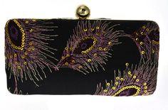 Bolsa Preta Bordada. Bolsa de festa com bordados em forma de penas.