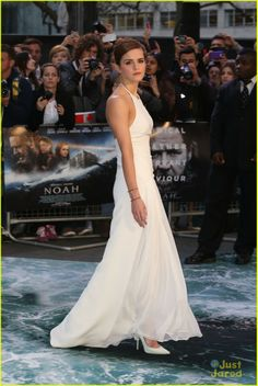 Emma Watson's Leg Takes Center Stage at 'Noah' London Premiere | emma watson leg noah london douglas booth 03 - Photo Gallery | Just Jared Jr.