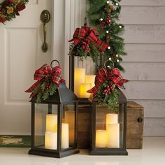 Beautiful and Totally Inspiring Christmas Porch Decoration Ideas That Can Help In Making Your. Beautiful and Totally Inspiring Christmas Porch Decoration Ideas That Can Help In Making Your Front Elegant Christmas, Christmas Home, Christmas Holidays, Christmas Crafts, Beautiful Christmas, Christmas Porch Ideas, Christmas Presents, Christmas Staircase, Farmhouse Christmas Decor