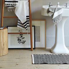 Ideas bathroom floor mats bath rugs west elm for 2019 Bad Inspiration, Bathroom Inspiration, Bathroom Ideas, Design Bathroom, Bathroom Interior, Tree Stump Side Table, Modern Bathroom, White Bathroom, Tranquil Bathroom