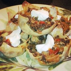 For Taco Tuesday I wanted to make a variation that was low carb and simple. I decided to use wonton wrappers to make it low carb! I've used wonton wrappers before for baked mozzarella sticks, light crab rangoons, and burger bites. I love how versatile the Pumpkin Recipes, Paleo Recipes, Mexican Food Recipes, Cooking Recipes, Wonton Recipes, Dinner Recipes, Yummy Recipes, Chicken Recipes, Cinco De Mayo