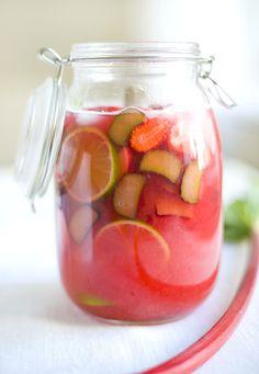 Rhubarb~Strawberry Lemonade from Looks sooo delicious. Refreshing Drinks, Summer Drinks, Fun Drinks, Healthy Drinks, Summer Fruit, Beverages, Summer Sangria, Sangria Wine, Pink Summer
