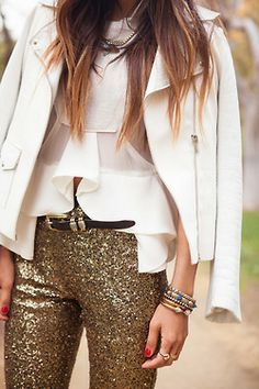 glitter pants and white blazer love! Fashion Moda, Love Fashion, Winter Fashion, Womens Fashion, Fashion Trends, Gold Pants, Sequin Pants, Street Style, Street Chic