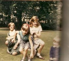 Lady Diana Spencer and sisters Jane and Sarah Princess Diana Photos, Princess Diana Family, Princess Charlotte, Princess Kate, Princess Of Wales, Lady Diana Spencer, Spencer Family, Prince William And Kate, Prince Charles