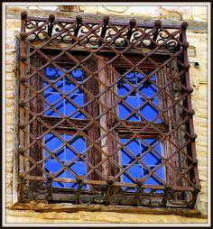 Detalle exterior de la Casa de las Cadenas. Toledo