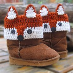Crochet Fox Kids Boot Cuffs Pattern Fox crochet items can be very adorable. Here is a small collection of Crochet Fox Patterns that are quick to make and give to someone special in your life. Guêtres Au Crochet, Crochet Fox Pattern Free, Crochet Mignon, Crochet Amigurumi, Cute Crochet, Crochet For Kids, Crochet Crafts, Crochet Projects, Crochet Patterns